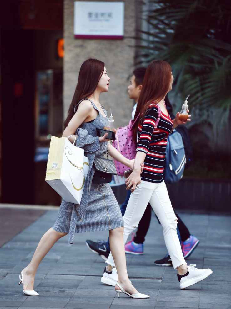 chinese girl shopping